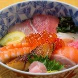 日替わり海鮮ミニ丼