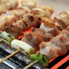 大和肉鶏など地場食材の串焼きが自慢