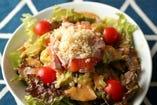 サーモンとアボカドとキヌアのセレブサラダ~自家製すりおろし野菜ドレ~