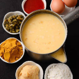 4種の粉を当店独自のブレンドで作る「たこ焼生地」。ベーシックだし・西京白みそ・カレー・高菜・コチュジャンの5種類をご用意