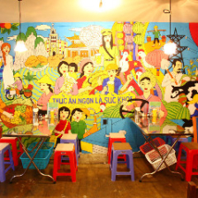 POPな壁画がある空間でベトナム気分