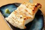 魚と味名物、大船渡直送 極太穴子の炭火焼き。山葵と粉醤油で!
