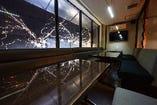 クリスタルルームの輝きが彩る 食空間…やすらぎの時間を約束…