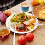 五色野菜で彩るベジバーグ トマトサルサソースのランチセット