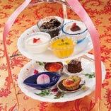 手作りのデザートは幅広いお客様に大人気。500円~