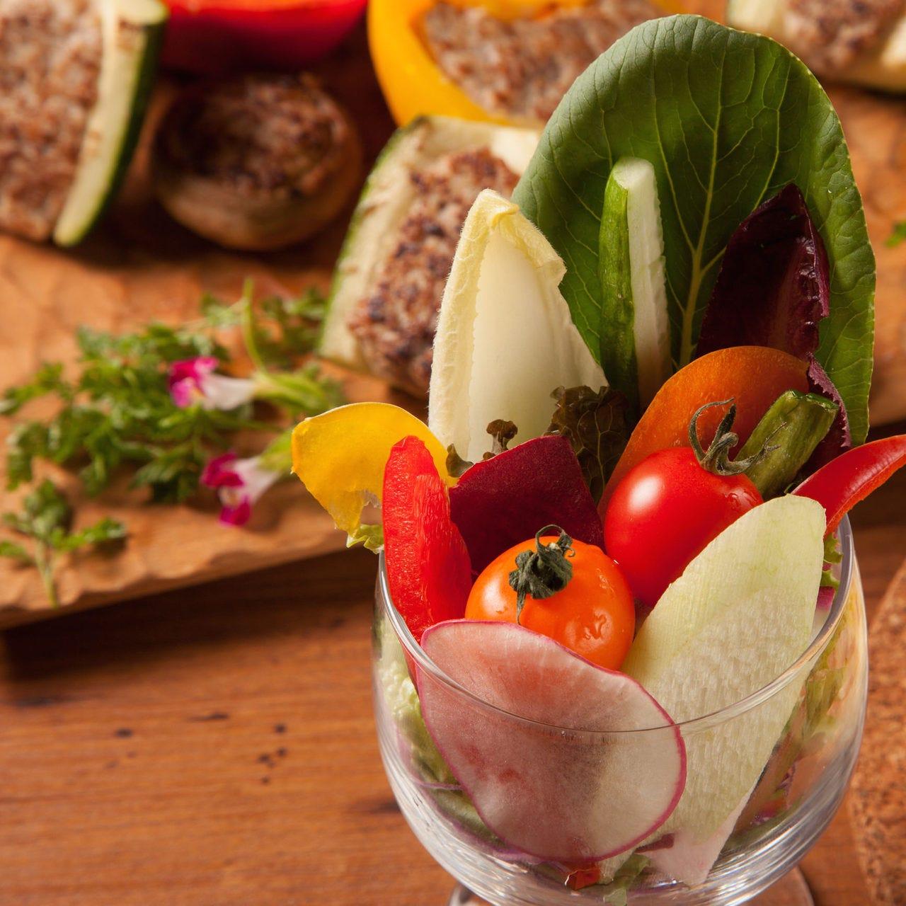 めずらしい厳選野菜がたくさん食べられるサラダコーナー♪