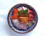 海鮮丼 スペシャル8種盛(生うに、本マグロ、イクラ入り)