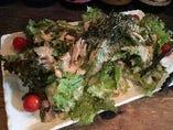 【オススメ】蒸し鶏のゴマダレサラダ