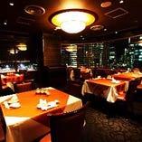 【ご宴会に】夜景の見えるメインフロアは個室貸切可能