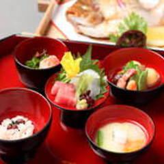 お食い初め(おくいぞめ)(ご夕食:税サ込10,120円 / ご昼食:税込8,800円)