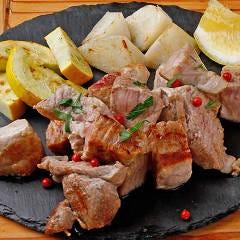 LYB豚(ルイビトン)もも肉のステーキ オニオンソース