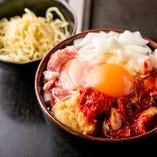 肉の脂の甘みとニンニクたっぷりキムチの旨味が堪能できる「スタミナスペシャル」