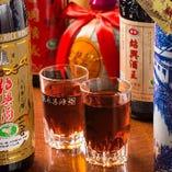 3年から15年ものまで約6種の紹興酒を常備。