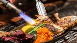 県産和牛や地魚を、彩り豊かな沖縄創作料理に仕立てます