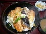 魚料理店ならではの地魚天丼650円(税込)。ランチに大人気!
