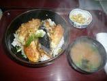 おすすめランチメニュー当店No.1地魚天丼650円(税込) 地魚天丼&小盛刺身膳1000円(税込)も人気です。