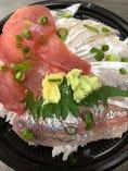 数量限定日替わり海鮮丼テイクアウト価格650円~(地魚入荷ない場合はありません)