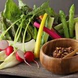 ふりかけで食べる「四季彩菜サラダ」790円(税抜)