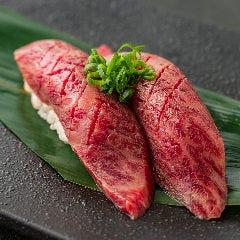 黒毛和牛 ザブトンの炙り寿司-2貫-