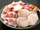 ■ 鉄板焼き盛合わせ ( 例 ホタテ・イカ・ウィンナー・鳥なんこつ・牛肉)