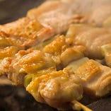 自慢の焼き鳥は知床鶏使用。じっくり焼き上げます。