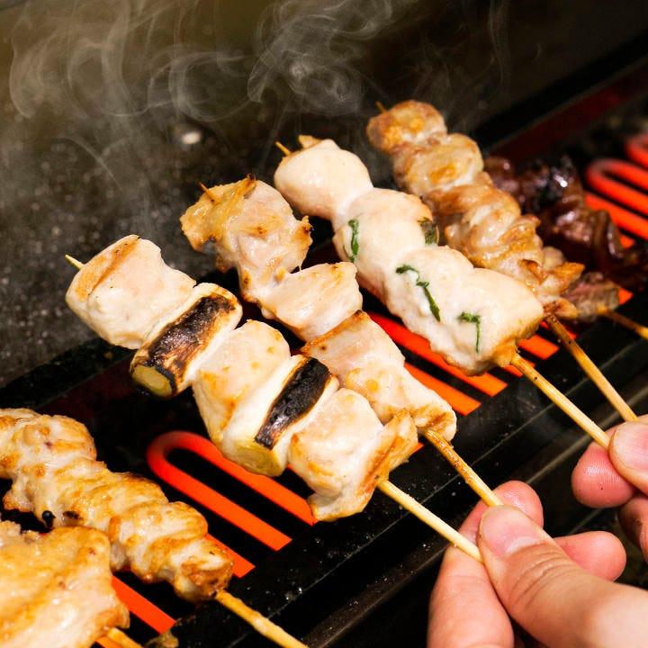 すべてのコースにある串焼きは店内で一本一本丁寧に焼き上げます
