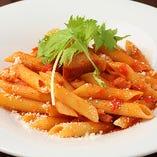 コース料理の〆のパスタは具材によってソース、麺が変わります。