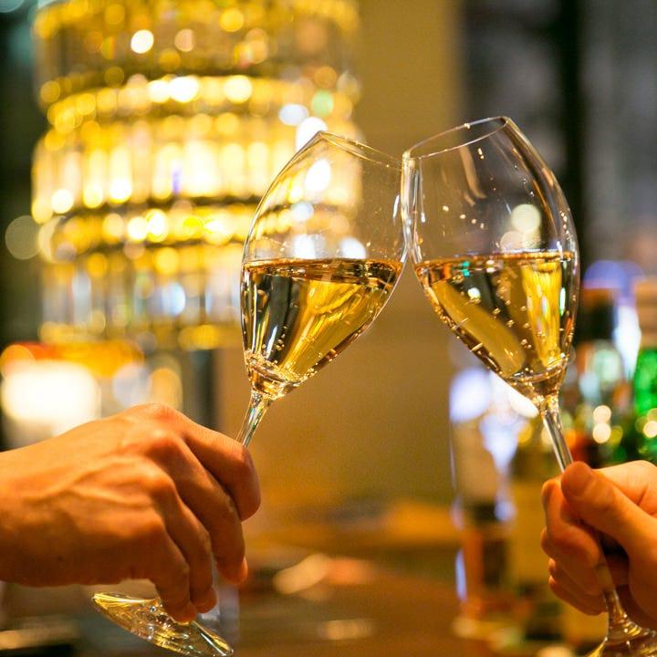 解除お祝いに乾杯しましょう!美味しいお酒とおつまみをご用意。