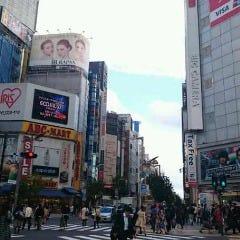 新宿通りを伊勢丹方面へ進みます。