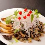 たっぷり茸と生野菜の温サラダ (レモン風味ドレッシング)