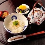 京風茶漬け(梅・じゃこ・さけ・おみ漬け)