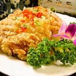 サクサクの鶏唐と香味ソースがたまらない『油淋鶏』♪
