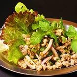 ラープガイ(鶏挽肉ハーブ和え)