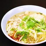 センレックナーム(米粉汁麺)