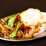 ガパオライス(鶏肉のバジル炒めかけご飯)
