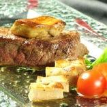 『牛フィレ肉のステーキ~ポートワインのソース~』