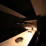 テーブル個室【8名様まで】黒とグレーを基調とした落ち着いた雰囲気