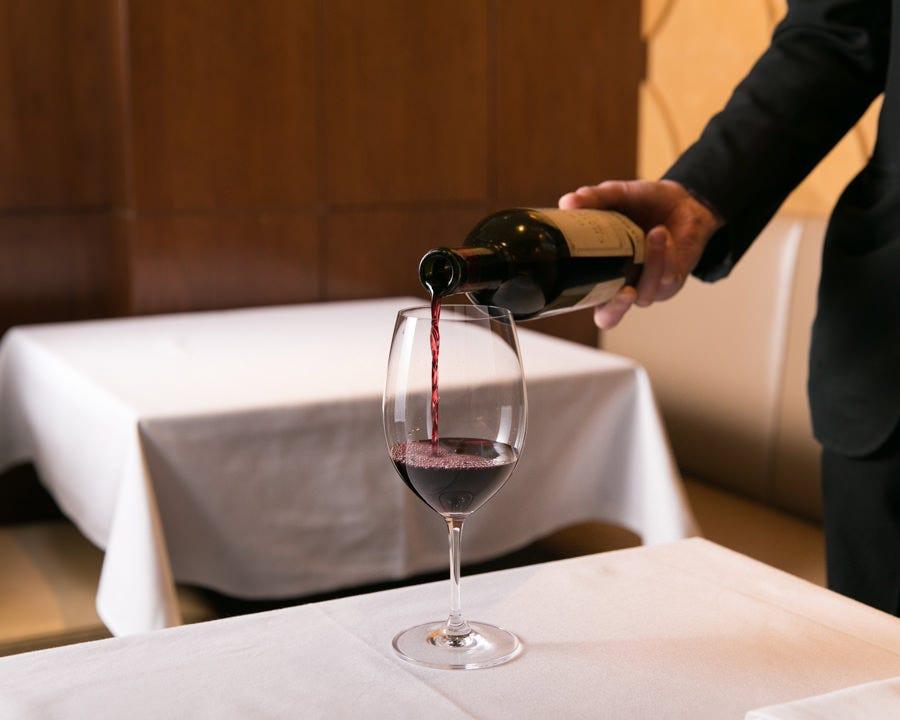 お好みのワインをご用意いたします。ソムリエにご相談ください。