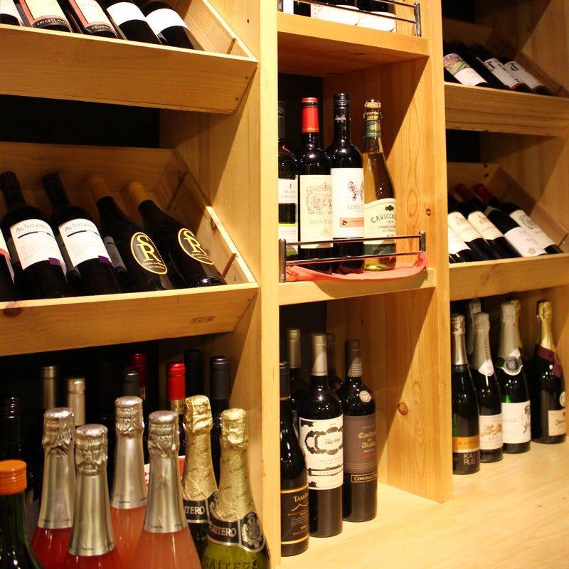 50種以上のワインからお好みの一杯を