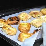 ヨーロッパから直輸入のパン生地を当店で焼き上げています。