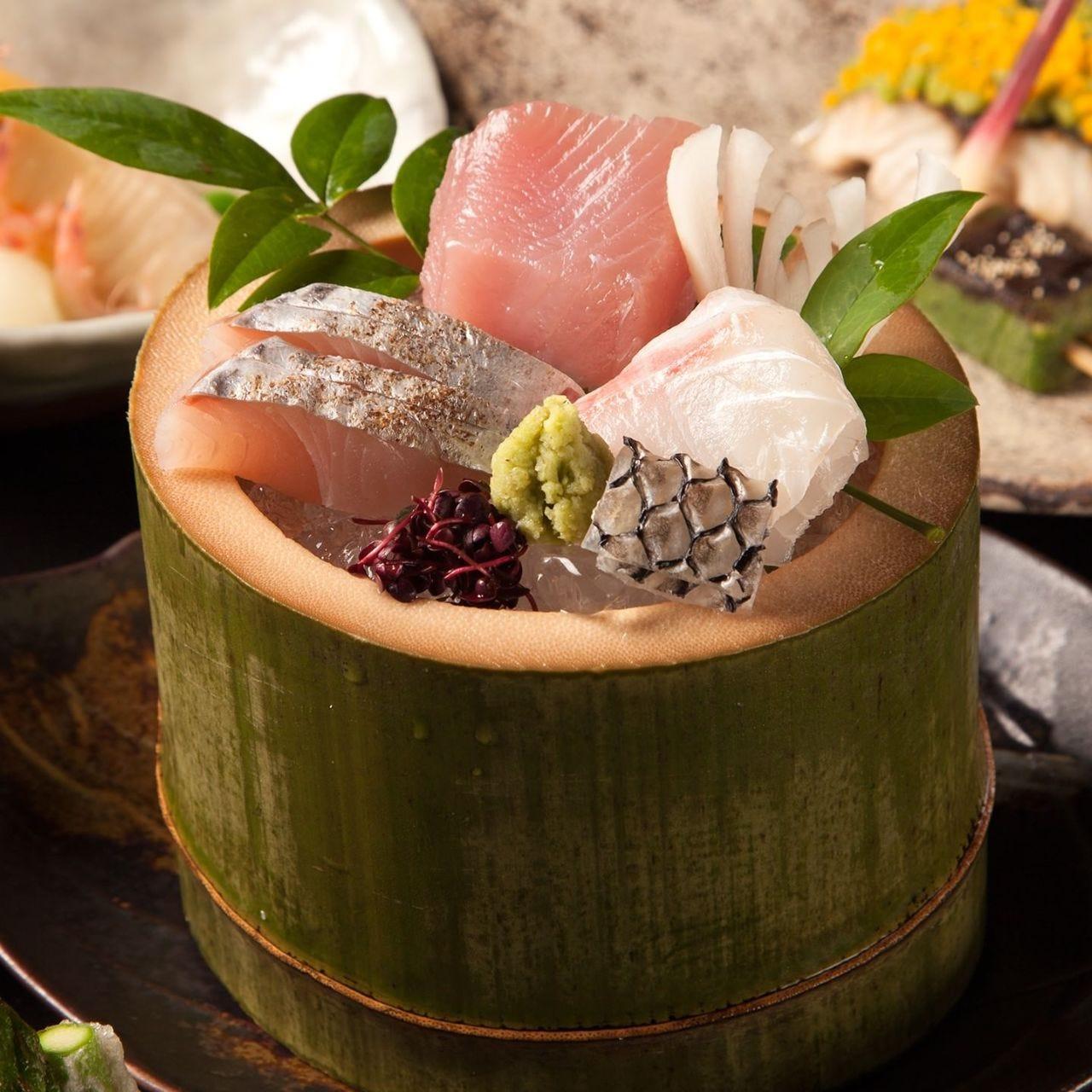 長崎県より直送される天然鮮魚の透き通る美しさをご覧頂けます。