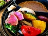 ゴロゴロ野菜とひき肉の菜七彩-なないろ-カレー弁当