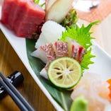 本日の鮮魚 五種刺身盛り合わせ1580円(税抜)