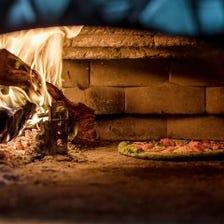本格石釜・薪窯で焼き上げる