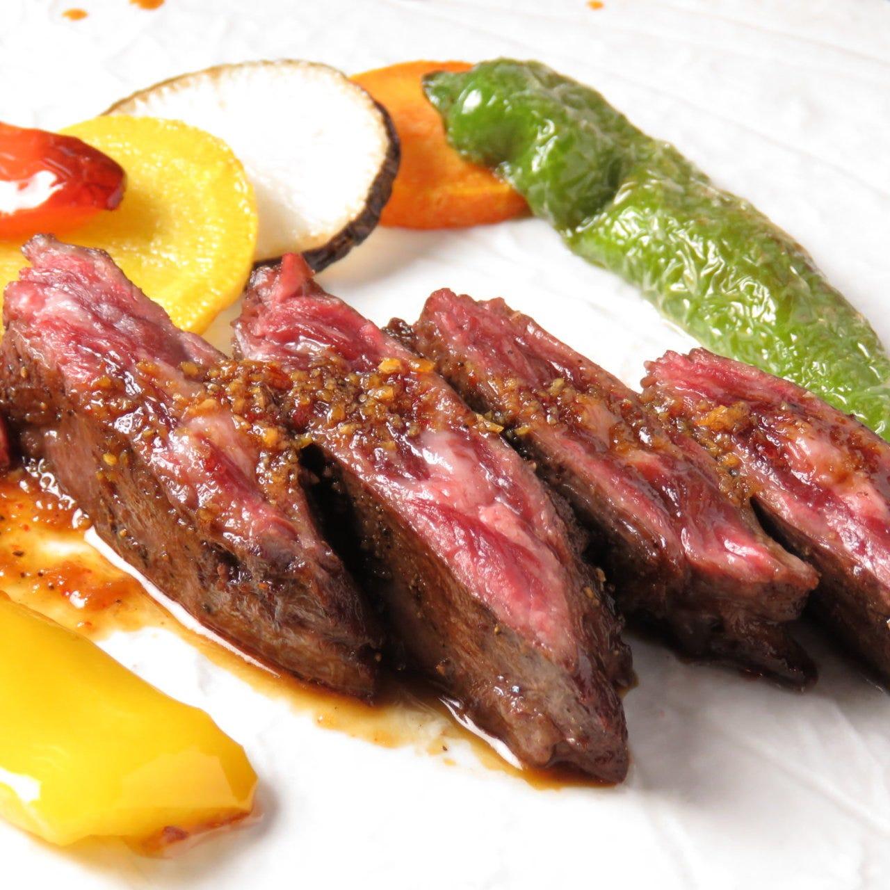 丁寧に焼き上げた自慢のステーキ。贅沢コースは京都姫牛使用