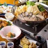 牡蠣の旨みがたっぷりの出汁で作られた〆の雑炊やうどんは絶品