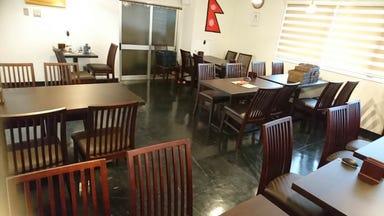 本場インドカレー インドレストラン 15(イチゴ)リバーサイド店  店内の画像