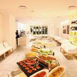 リゾート空間でトレンド溢れる美食パーティー