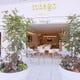 ピュアホワイトを基調にしたカフェ&バー レストラン【tobago】