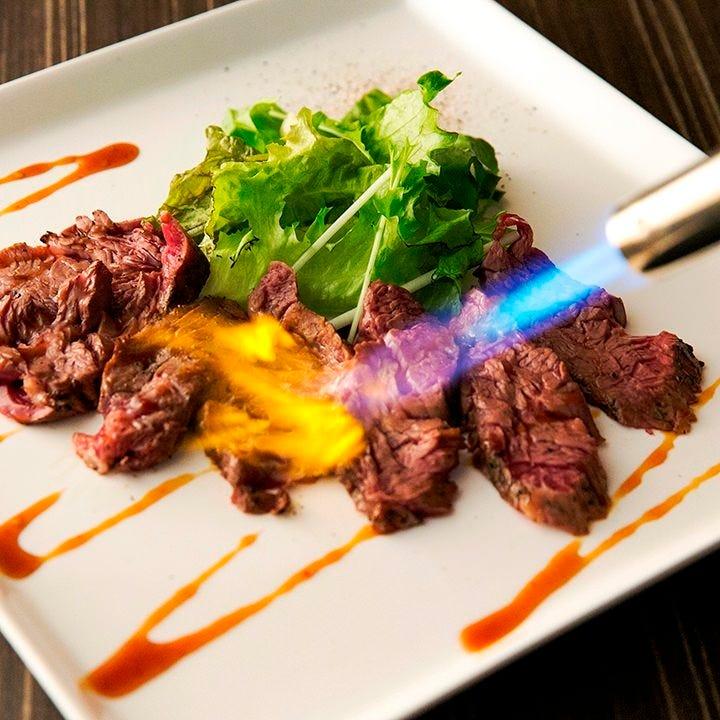 塊仕入れのお肉は濃厚な旨味が凝縮!